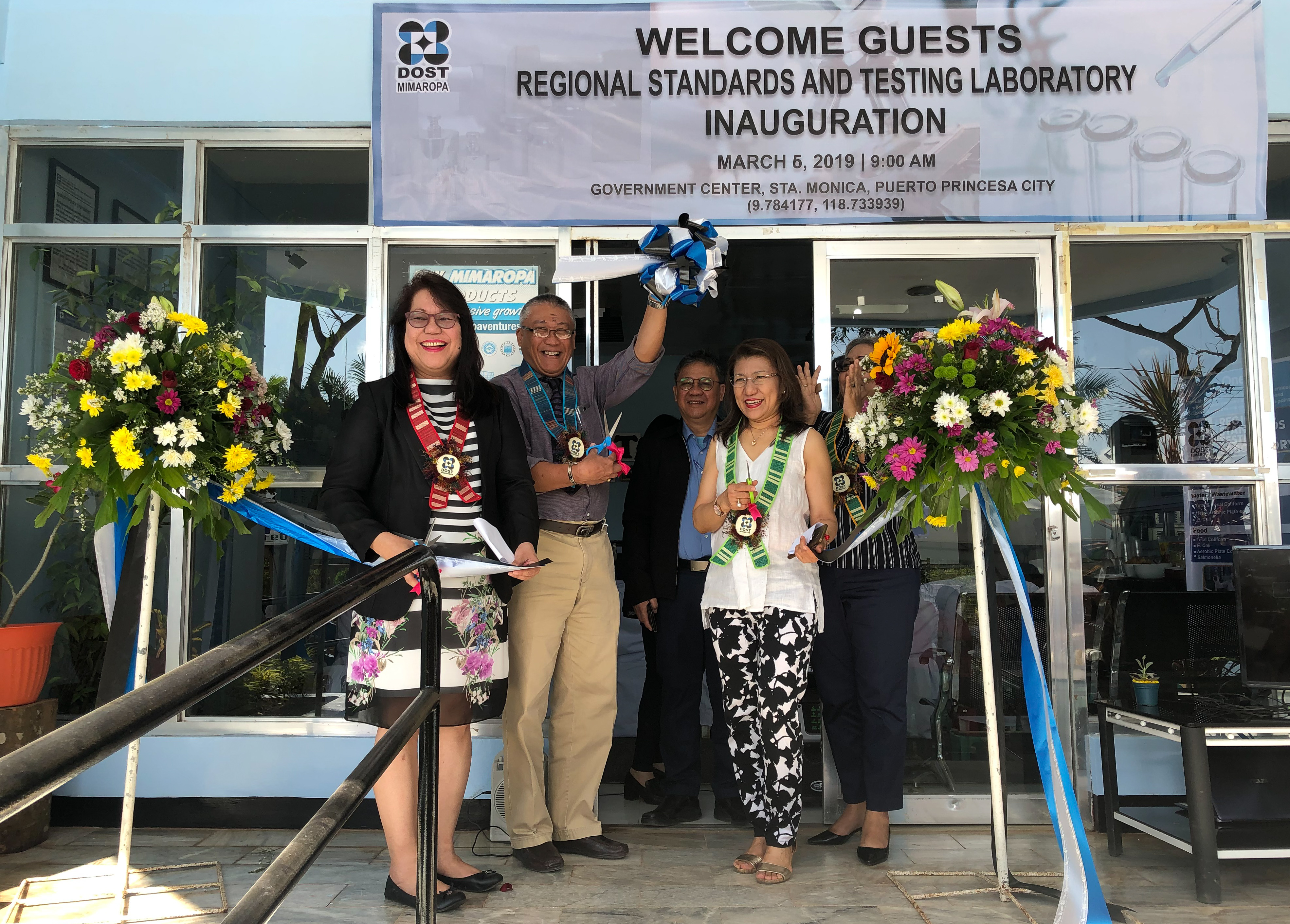 DOST Undersecretary for Regional Operations Dr. Brenda L. Nazareth-Manzano, Palawan Vice Governor Victorino Dennis Socrates, DOST-MIMAROPA Regional Director Dr. Ma. Josefina P. Abilay and NEDA-MIMAROPA OIC Regional Director Susan A. Sumbeling cuts the ribbon to mark the formal opening of the MIMAROPA Regional Standards and Testing Laboratory.